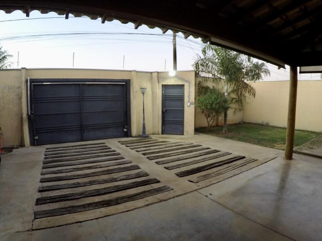 Casa a venda na Avenida Orlando da Valle, Cidade Jardim, Araraquara, SP