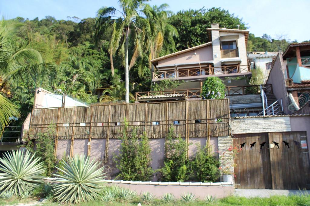 Casa a venda na Avenida Engenheiro Saturnino de Brito, Parque Prainha, São Vicente, SP